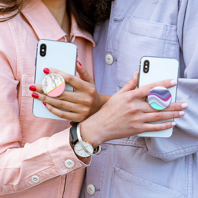 Smartphone with Popsocket